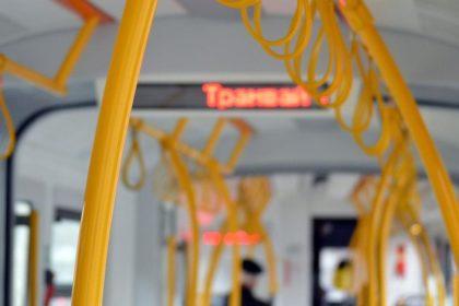 Zasady bezpiecznego korzystania z pojazdów publicznego transportu zbiorowego w trakcie epidemii SARS-CoV-2 w Polsce