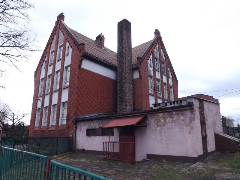 ul. Kościelna nr 7 – nieruchomość zabudowana obiektami po dawnej Szkole Podstawowej nr 10